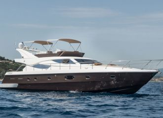 LOCATION YACHT FERRETTI 620