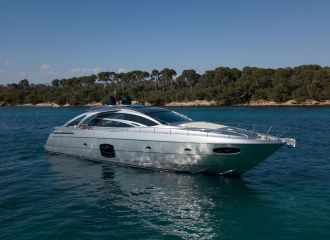 LOCATION YACHT PERSHING 70