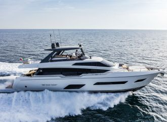 LOCATION YACHT FERRETTI 780