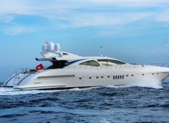 LOCATION YACHT MANGUSTA 130
