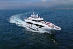 Location yacht Benetti Delfino 95 dans le sud de la France - en croisière