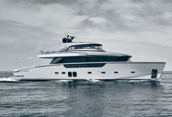 Location yacht Sanlorenzo SX88 dans le sud de la France - en navigation