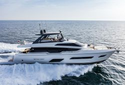 Location yacht Ferretti 780 dans le sud de la France - en navigation