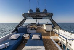 Location bateau Ferretti 780 dans le sud de la France - flybridge