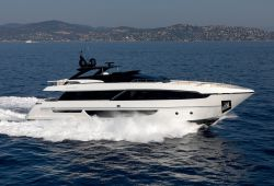 Location yacht Riva 100 Corsaro dans le sud de la France - en navigation