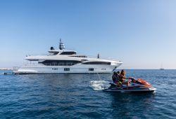 Location yacht Gulf Craft Majesty 100 dans le sud de la France - en croisière