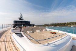 Location bateau Gulf Craft Majesty 100 dans le sud de la France - pont avant