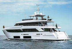 Location yacht Ferretti Custom Line Navetta 33 dans le sud de la France - en navigation