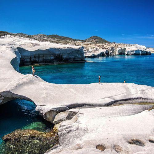 La plage de Sarakiniko sur l'île de Milos en Grèce