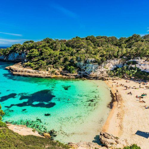 La belle plage de Cala d'Or à Majorque dans les îles Baléares