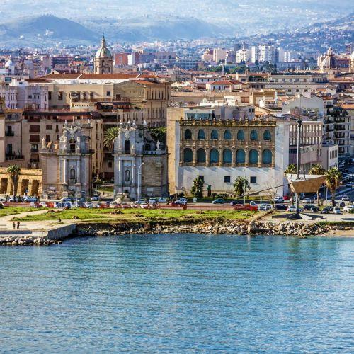 Le front de mer de la ville de Palerme en Sicile