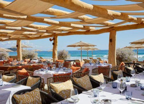 Le restaurant La Réserve à la plage sur la plage de Pampelonne à Ramatuelle près de Saint-Tropez