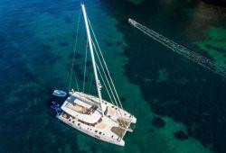 Location catamaran Sunreef 70 en Corse - en croisière