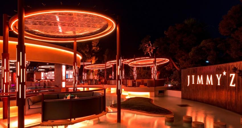 La terrasse extérieur du club Jimmy'z à Monaco
