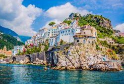 Le village côtier de Positano sur la Côte Amalfitaine, l'une des meilleures destinations en Méditerranée