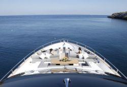 Location bateau Sunseeker 28m dans le sud de la France - pont avant