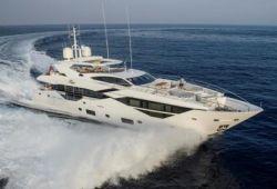 Location yacht Sunseeker 116 dans le sud de la France - en croisière