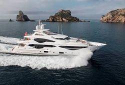 Location yacht Sunseeker 131 dans le sud de la France - en croisière