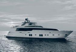 Location yacht Sanlorenzo SL106 dans le sud de la France - en croisière