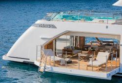 Location bateau Sanlorenzo 52Steel dans le sud de la France - beach club