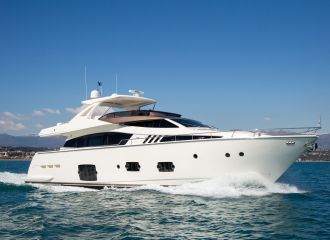 LOCATION YACHT FERRETTI 800