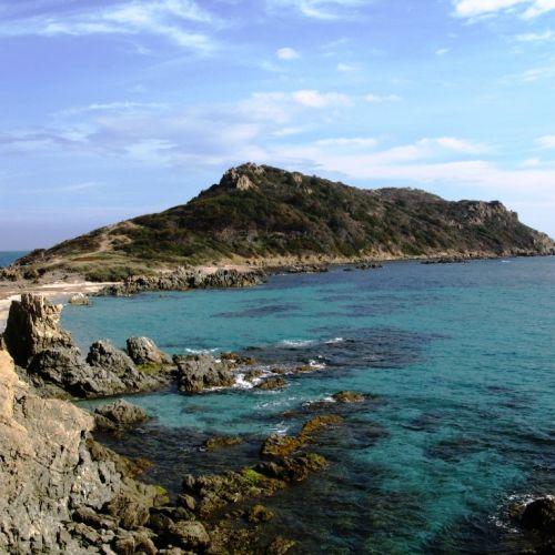 Le mouillage idyllique de Cap Taillat est idéal pour une location de yacht