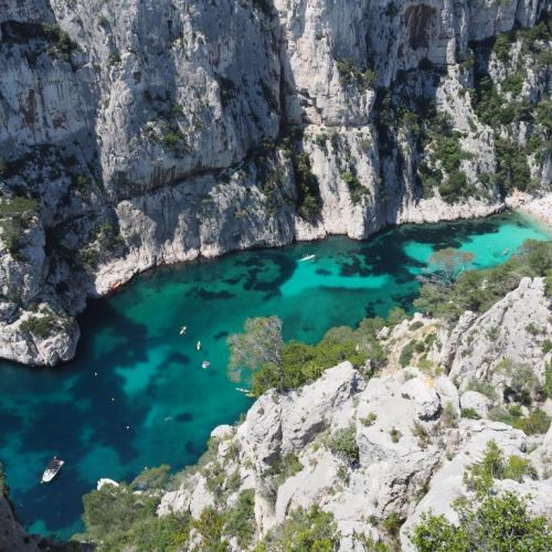 Les falaises et la calanque d'En Vau dans le parc national des Calanques près de Marseille en France