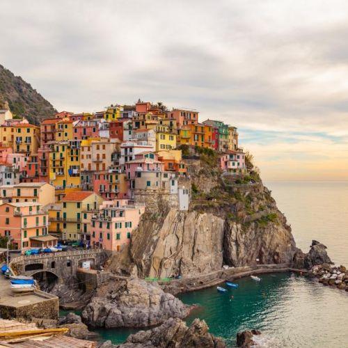 Le village coloré de Manarola dans le parc national des Cinque Terre sur la Riviera italienne