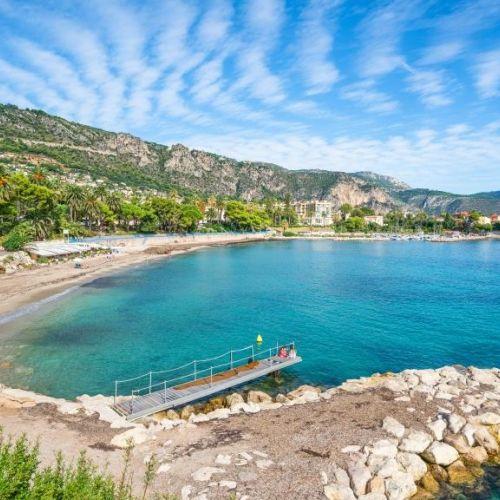 Un joli mouillage pour les yachts à Beaulieu-sur-mer près de Monaco