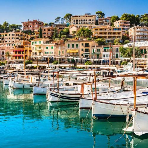 Le port de Soller et ses bateaux traditionnels sur l'île de Majorque dans les Baléares