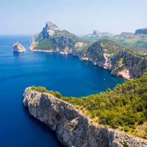 Vue panoramique du Cap Formentor à Majorque par une belle journée ensoleillée
