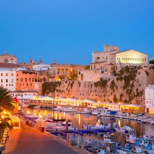 Le vieux port de Ciutadella sur l'île de Minorque dans les Baléares