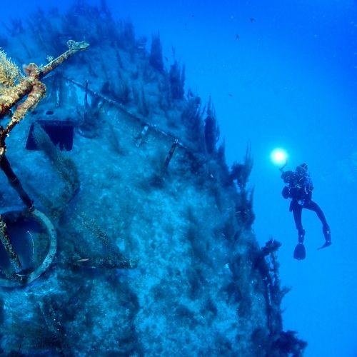 Un site de plongée d'épave spectaculaire à Cirkewwa à Malte