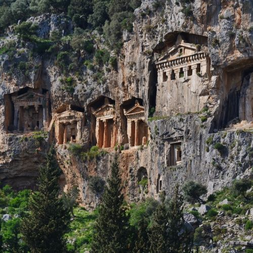 Les tombes rupestres antiques de Dalyan Caunos en Turquie