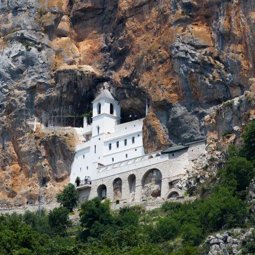 Le spectaculaire Monastère d'Ostrog et lieu de pèlerinage au Monténégro