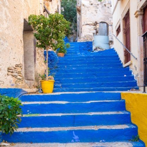 L'escalier bleu de Symi avec ses 500 marches pour aller de Gialos à Horio