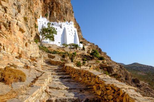 Le monastère de Hozoviotissa sur l'île secrète d'Amorgos en Grèce