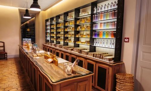 Les parfumeries de Grasse sont un stop idéal lors d'une location de yacht lune de miel sur la Côte d'Azur