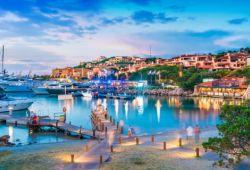 La marina de Porto Cervo avec ses yachts de luxe amarrés