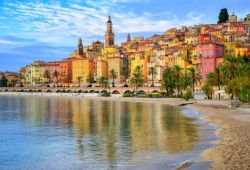 Le littoral coloré de Menton dans le sud de la France