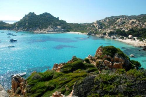La plage de Cala Soraja dans l'archipel de la Maddalena en Sardaigne