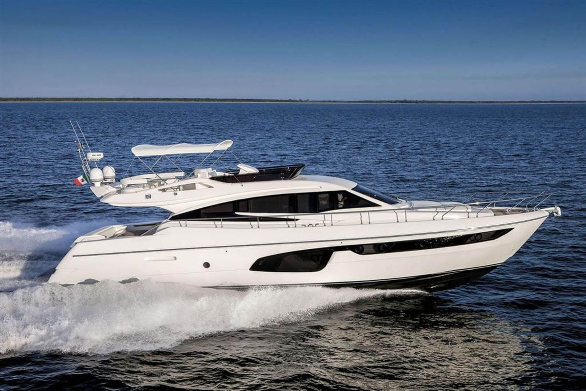LOCATION YACHT FERRETTI 650
