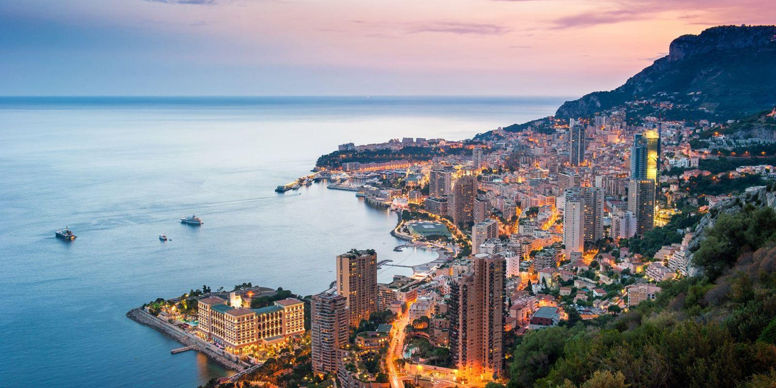 https://www.talamare.fr/medias/Vue aérienne de Monaco de nuit