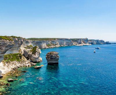 Panorama des falaises de Bonifacio lors d'une location de yacht en Corse
