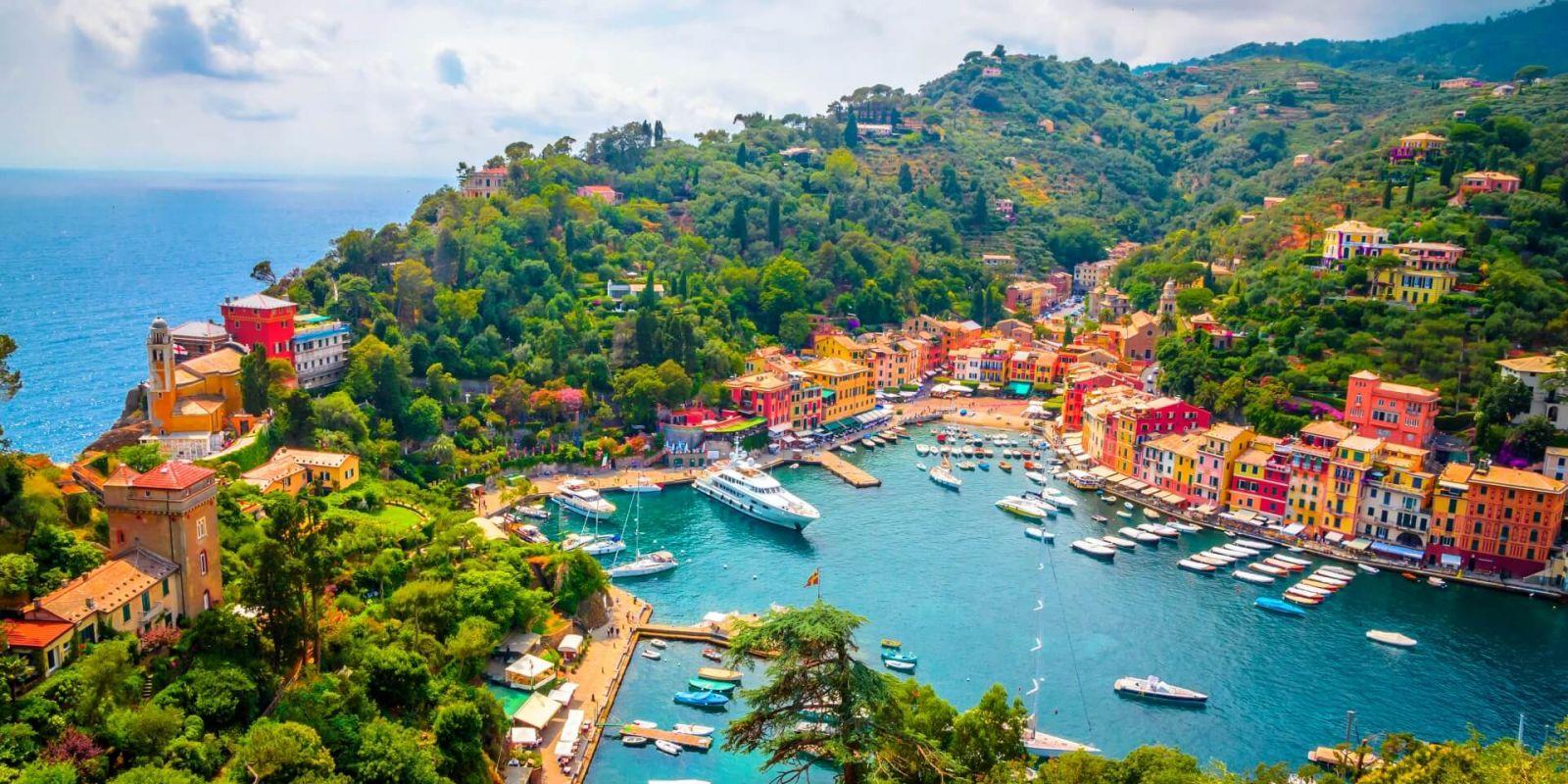 https://www.talamare.fr/medias/Le port de Portofino et ses yachts sur la Riviera italienne
