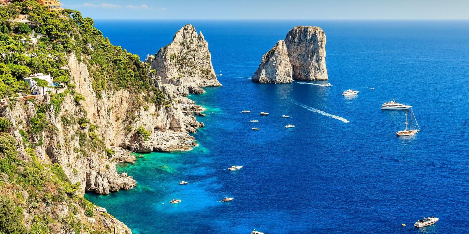 https://www.talamare.fr/medias/Les rochers Faraglioni de l'île de Capri