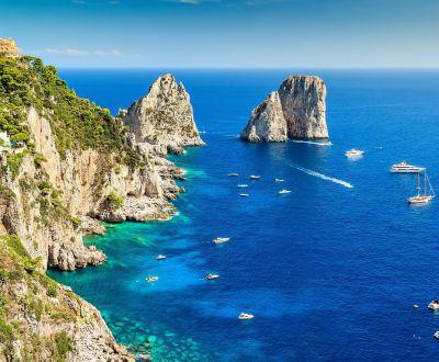 Les rochers Faraglioni de l'île de Capri