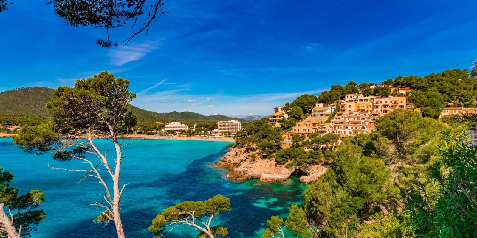 https://www.talamare.fr/medias/L'île de Majorque et le littoral de Canyamel durant une location de yacht aux Baléares