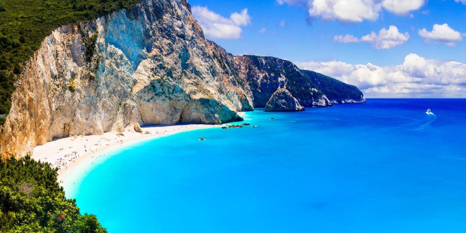 https://www.talamare.fr/medias/Mouillage près d'une superbe plage de Lefkada lors d'une location de yacht en Grèce dans les îles ioniennes
