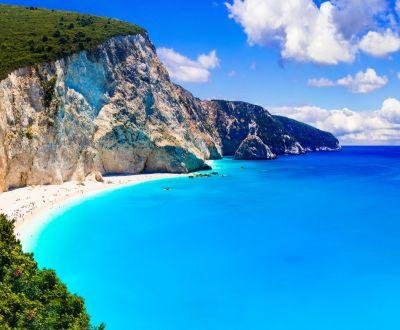 Mouillage près d'une superbe plage de Lefkada lors d'une location de yacht en Grèce dans les îles ioniennes